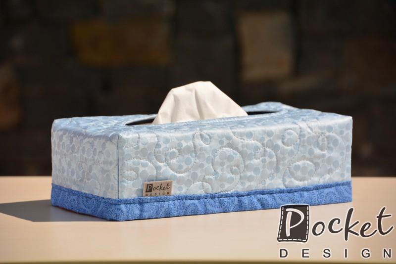 Box na kapesníky bledě modrý s drobnými kolečky