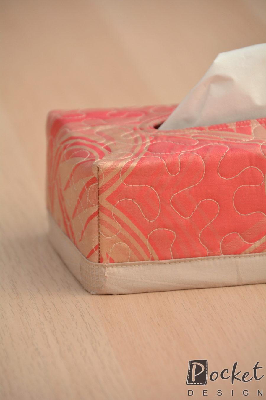 Box na kapesníky červený s béžovým vzorem