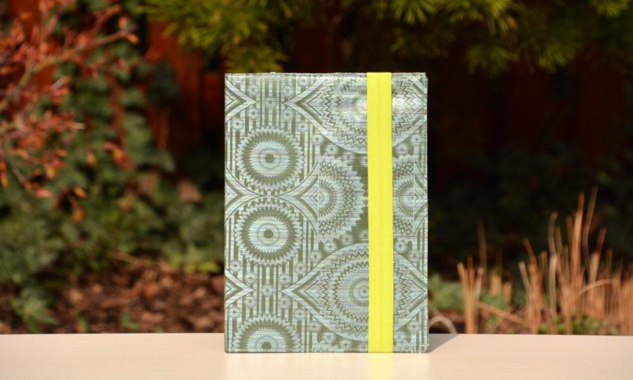 Obal na diář, knihu světle láhvově zelenkavý