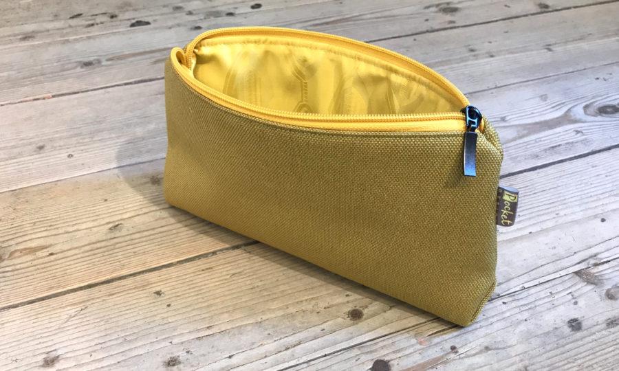 Kosmetická taštička oděruodolná hořčicová se žlutým zipem