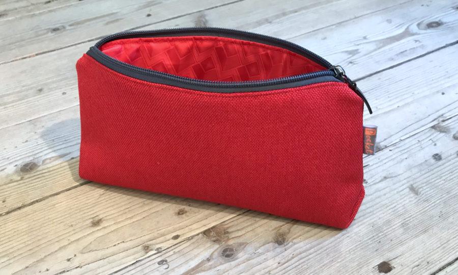 Kosmetická taštička oděruodolná červená s antracitovým zipem