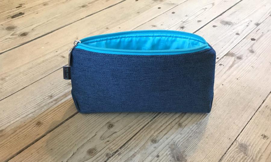 Kosmetická taštička oděruodolná modrá s tyrkysovým zipem