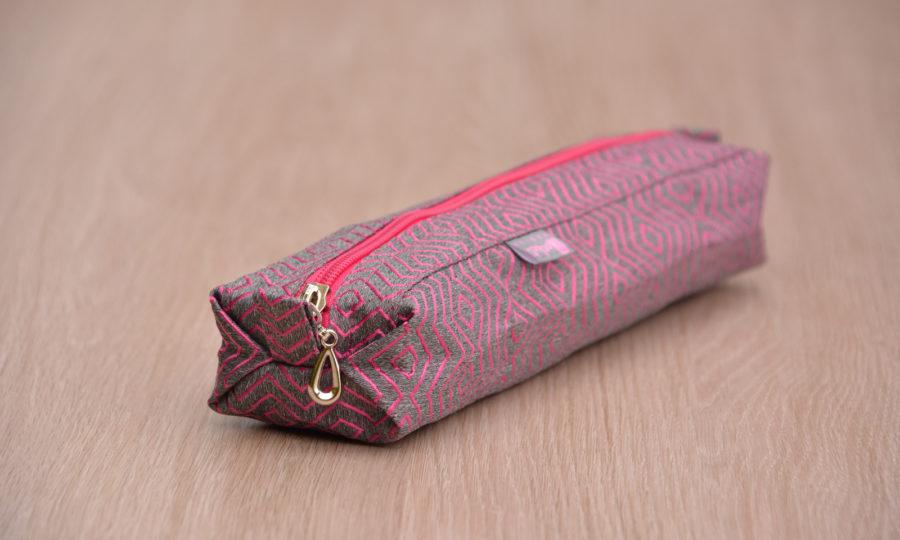 Pouzdro na skládací deštník s žakárovým vzorem